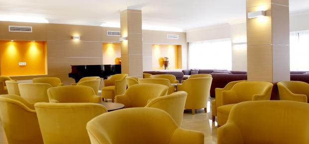 jugendreisen hotel metropolitan playa in el arenal fun reisen. Black Bedroom Furniture Sets. Home Design Ideas