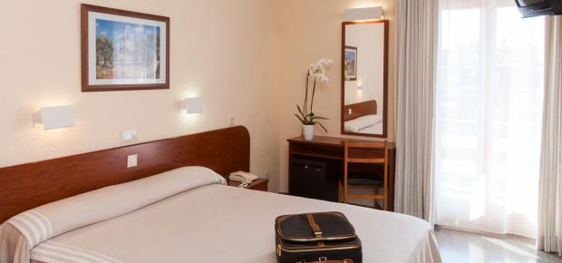 jugendreisen hotel guitart rosa in lloret de mar in lloret. Black Bedroom Furniture Sets. Home Design Ideas
